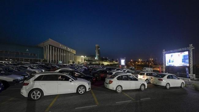İzmir Büyükşehir Belediyesi Covid-19 Kısıtlamalarının Gölgesinde Nostaljik 'Arabalı Sinema' Etkinliği Düzenlendi
