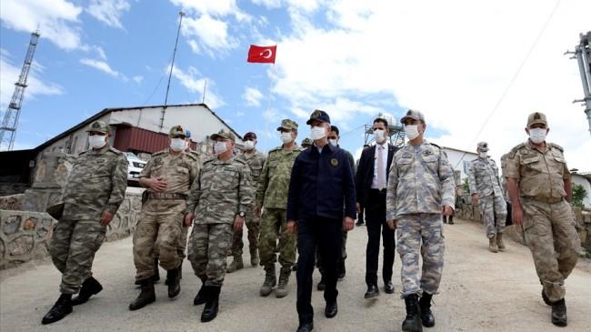 Bakan Akar ve Komutanlar Namaz Dağı'nda Mehmetçiğin Yanında