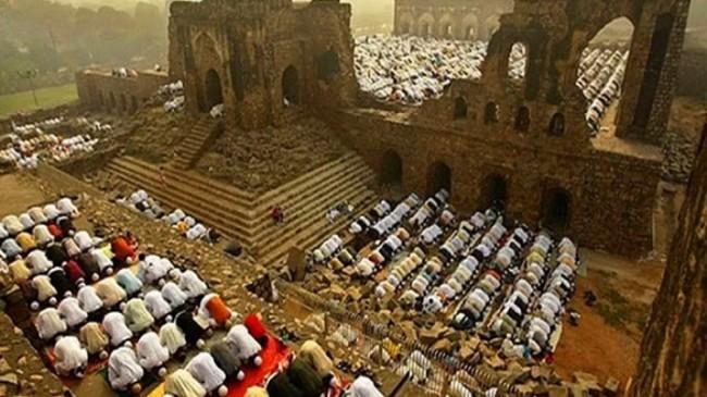 Hindistan'da 16. yüzyıldan kalma Babür Camii'nin yerine Hint tapınağı inşa ediliyor