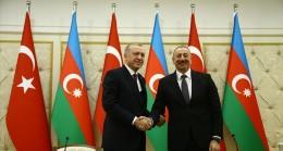 """""""Türkiye Azerbaycan'ın hakkına, hukukuna, topraklarına yönelik her türlü saldırının karşısında yer almakta asla tereddüt göstermeyecektir"""""""
