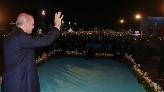 Cumhurbaşkanı Erdoğan'dan Partililere :Gönüllerimiz Bir Olsun Fiziki Mesafeler Önemsiz