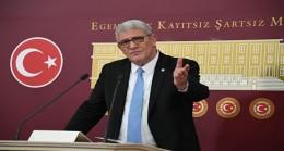 Türk Siyaseti Tarihte Görülmemiş Ciddiyetsizliklere Sahne Oluyor